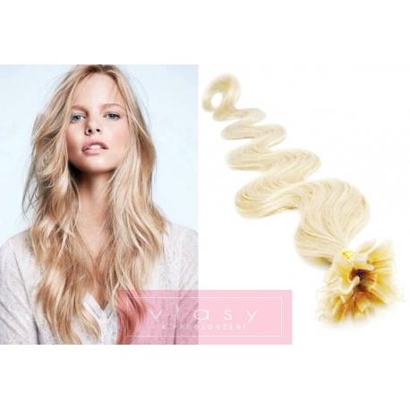 Vlnité vlasy evropského typu k prodlužování keratinem 50cm - platina